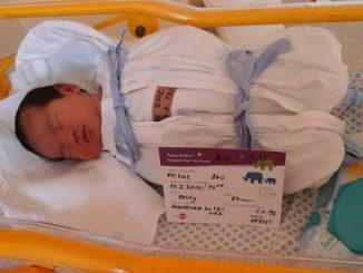 Sinh nở ở nước ngoài - sản phụ sau sinh phải tắm mới được chăm con