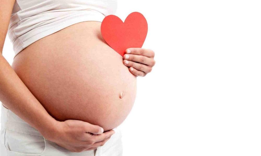 Bỏ-túi-cách-trò-chuyện-với-thai-nhi-giúp-bé-thông-minh-từ-trong-bụng-mẹ-bluecare-1