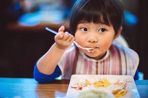 Muốn-con-ngoan-ngoãn-giỏi-giang-có-13-điều-cha-mẹ-phải-dạy-con-trước-4-tuổi-bluecare-1