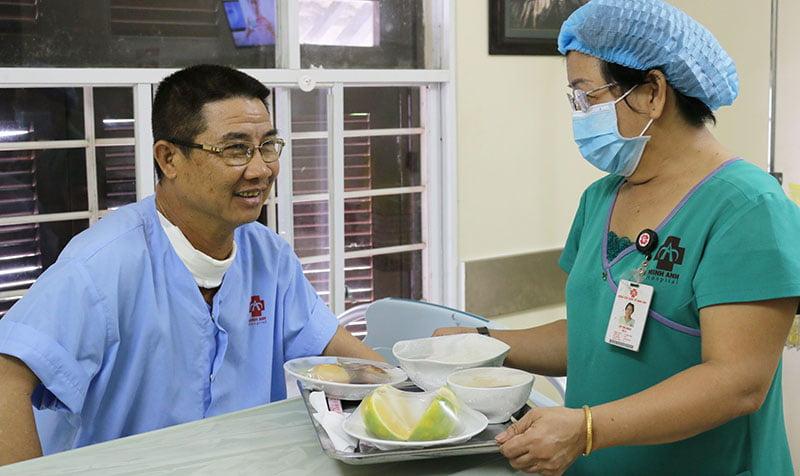 Hỗ trợ dinh dưỡng cho người bệnh